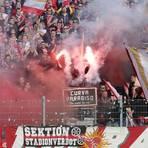 Pyrotechnik im Mainzer Block - für den Verein wird das teuer. Archivfoto: dpa