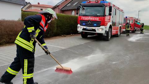 Arbeitseinsatz am 1. Mai für die Feuerwehr Romrod. Foto: Philipp Weitzel