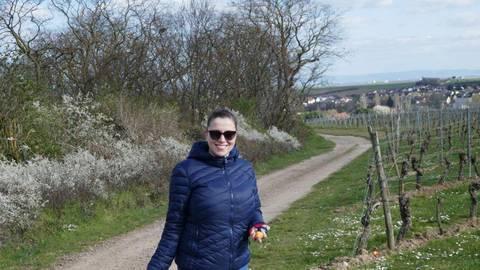 Als Mitglied des Heimatvereins half auch Kathrin Weinbach am Wochenende beim Verstecken der Ostereier in den Weinbergen. Foto: Elena Emmy Weis