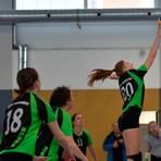 Im hessischen Volleyball-Verband ist die Saison in eine Einfachrunde umgewandelt worden. In dieser Szene punktet Liv Aull für ihren VBC Büdingen.   Foto: erg/Archiv