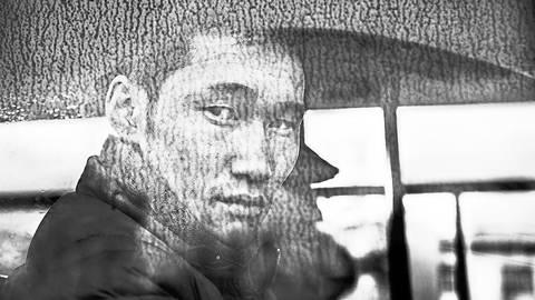 Den Blick dieses jungen Mannes fing Fotograf Jacob Aue Sobol 2012 in der mongolischen Hauptstadt Ulan-Bator ein.   Foto: Jacob Aue Sobol/Magnum Photos