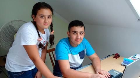 Nervin (11) und Ahmad (14) sind gute und fleißige Schüler. Beide wollen später einmal Zahnarzt werden Foto: Kerstin Kaminsky