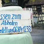 """Einladung am Wegesrand vor dem """"Deutschen  Kaiser"""" in Gumpen. Foto: Kirsten Sundermann"""