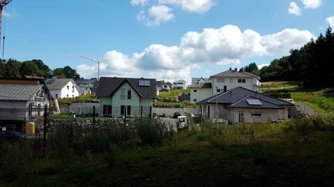 Waldnahe Wohnlage: Der Endausbau in Herborns jüngstem Baugebiet in der Alsbach beginnt. Foto: Boris Grabowski/Stadt Herborn