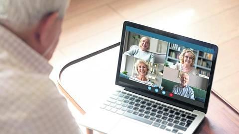 Auch für Ältere zunehmend ein Thema sind Videokonferenzen. Diejenige des Kreisseniorenbeirats Bergstraße war allerdings von technischen Problemen überschattet. Symbolfoto: fizkes/stock-adobe