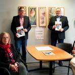 Programmvorstellung bei der VHS: (v. l.) Annegret Bausch, Dieter Hilb, Direktor Michael Schneider, und Andre Hahn.   Foto: VHS