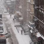 Ein extremer Wintereinbruch hat New York weitestgehend lahm gelegt. Foto: dpa