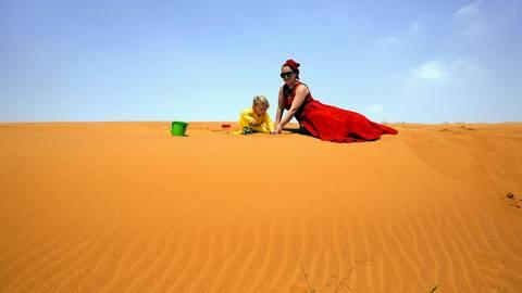 Die Wüste als riesiger Sandkasten für die kleinen Besucher. Foto: Marc Vorsatz