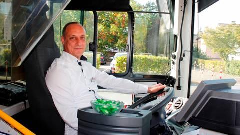 Ist in Biedenkopf angekommen: Mohammad Almarrawi ist Busfahrer im Hinterland.  Foto: Regina Tauer