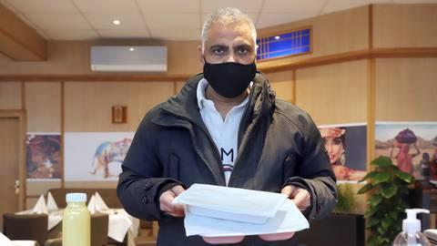 Boota Singh-Mann führt seit Oktober in der Neckarstraße das Restaurant Swaad. Vor Ort gegegessen werden kann derzeit wegen des Lockdowns nicht.         Foto: Andreas Kelm