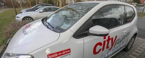 Carsharing ist seit zwei Jahren auch im Kreis angekommen. Dieburg ist einer der Vorreiter mit acht Fahrzeugen. Foto: Guido Schiek