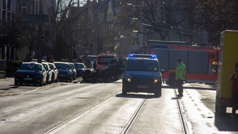 Das Auto kam auf dem Dach zum Liegen. Foto: 5vision Media