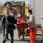 Die Johanniter-Unfallhilfe als Betreiber der Rettungswache Breithardt und die Gemeinde Hohenstein freuen sich über den gespendeten Notfallrucksack. Foto: Firma Söhngen