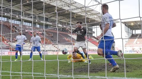 Die Darmstädter Lilien verloren in Hamburg beim Spiel gegen den FC St. Pauli mit 2:3. Foto: Florian Ulrich