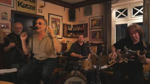 """Die """"Red Bananas Blues Band"""" begeisterte ihr Publikum in der """"Bunten Katze"""". Foto: Dennis Weber"""