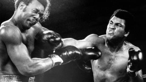 """Die Entscheidung beim Rumble in the Jungle"""": Muhammad Ali (rechts) schlägt George Foreman k. o. Archivfoto: imago"""