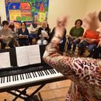 """Der Chor """"Triangel"""" – derzeit 24 Frauen und vier Männer – probt donnerstags von 20 bis 21.30 Uhr im alten Kleestädter Rathaus. Neue Stimmen sind willkommen. Foto: Klaus Holdefehr  Foto: Klaus Holdefehr"""