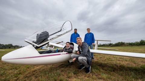 Sie sind für den Aero-Club dabei: die Heppenheimer Piloten Benedikt Stockinger, Sinaly Wonogo, Thorben Hochstein und Lutz Rüllmann (von links). Foto: Sascha Lotz