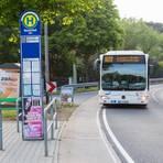 Die Modernisierung der Bushaltestelle mit einer Spur neben der Landstraße soll noch in diesem Monat beginnen und ein Vierteljahr dauern. Archivfoto: Thorsten Gutschalk