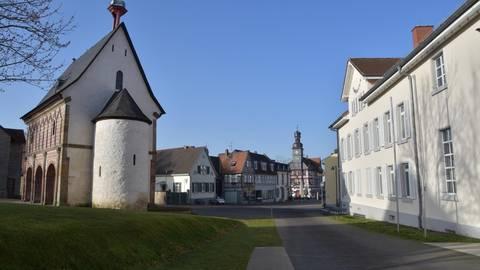 Zwischen Königshalle (links) und Museumszentrum verlief bis 1976 die Bundesstraße B 460. Foto: Hans-Jürgen Brunnengräber