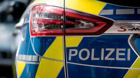 Bei einem Unfall auf der L3021 zwischen Weyer und Münster haben sich zwei Autofahrer verletzt. Symbolfoto: dpa