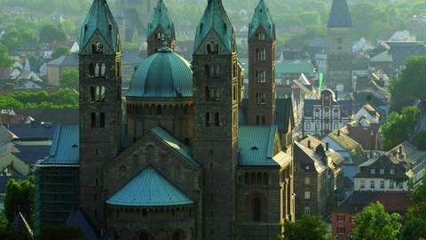 Der Dom zu Speyer. Die Stadt feiert 2011 ihr Salierjahr, der salische Kaiser Konrad II. legte 1030 den Grundstein zu dem Bau. Foto: Stadtverwaltung Speyer