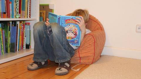 Selbst lesen Kinder vor allem dann gut, oft und gerne, wenn ihnen vorher vorgelesen wird. Foto: Maren Bonacker