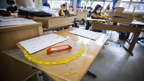Auf Abstand und mit Maske. Für die Schulklassen in Rheinland-Pfalz hat sich viel geändert.  Foto: Lukas Görlach