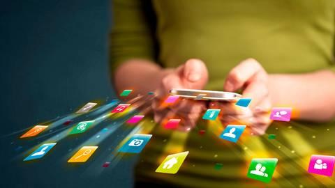 Die Anschlüsse für das Internet der Zukunft kommen in gleich drei Vogelsberger Gemeinden. Foto: ra2 studio/Fotolia