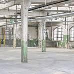 Aus maroden Hallen sollen später Räume für klassische Fahrzeuge werden, der Industriecharme des Opel-Altwerks in Rüsselsheim soll dabei nicht verloren gehen.                  Foto: Torsten Boor