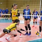 Lena Vedder (2. von rechts) hatte in den jüngsten Bundesliga-Partien des VC Wiesbaden wenig Spielanteile. Archivfoto: rscp/Corinna Seibert