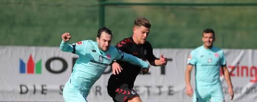 Der Mainzer Levin Öztunali (links, im Duell mit dem Ex-05er Florian Niederlechner) überzeugte gegen den SC Freiburg. Foto: rscp
