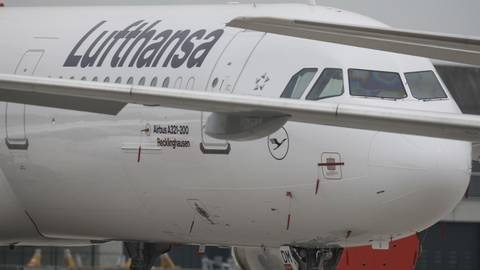 Am Boden: Die Lufthansa hat die meisten Flugzeuge ihrer Flotte derzeit geparkt. Foto: dpa