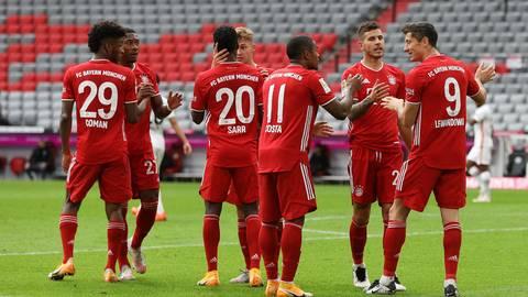 Der Torjubel zum 3:0, FC Bayern Muenchen versus Eintracht Frankfurt. Foto: Christian Kolbert