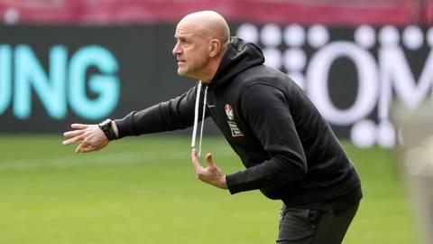 FCK-Trainer Marco Antwerpen wirkt vor der Partie gegen Uerdingen vergleichsweise gelassen. Immerhin hat sein Team in den letzten Heimspielen gezeigt, dass es mit Druck zurechtkommt.  Foto: René Vigneron