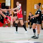 Isabell Hurst (am Ball) und die HSG Bensheim/Auerbach waren auch von Bayer Leverkusen nicht zu stoppen. Foto: Andrea Müller