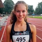 Freut sich über ihren neuen Hessenrekord der W14: Jana Becker von der LG Wettenberg. Foto: Theimer