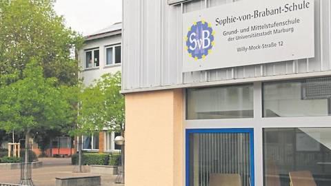 Nicht nur an der Sophie-von-Brabant-Schule in Marburg ist bei einem Schüler erneut Covid-19 diagnostiziert worden. Auch zwei weitere Schulen sind mittlerweile betroffen. Foto: Heiko Krause