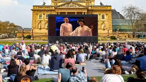 """Die Opernaufführung von """"Madama Butterfly"""" wird vom Großen Haus aus übertragen. Bildmontage vrm/sbi; Fotos: Sven-Helge-Czichy, dpa"""