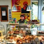 Nicht nur abgepackte Produkte, sondern auch frische regionale Produkte gibt es bei Lias Schneider im Tante-Emma-Laden in Ernsthofen. Foto: Dirk Zengel