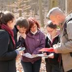 Auf Rätsel-Tour im Wald bei Kranichstein: Das Museum im Jagdschloss bietet ab Ostern für Kleingruppen einen neuen Nature Hunt an.  Foto: Scarlett Umlauf/Marcel Schefcz
