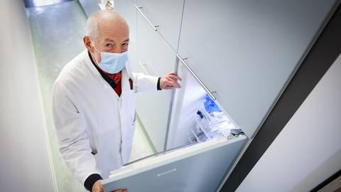 Die ersten Lieferungen des Biontech-Impfstoffs sind in den Mainzer Praxen angekommen, so wie hier bei Dr. Christoph Lembens.  Foto: Sascha Kopp