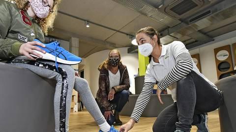 Die Sportschuh-Aktion des Bensheimer Netzes in Zusammenarbeit mit dem Schuhhaus Mittlerle hat auch in diesem Jahr stattgefunden. Foto: Dietmar Funck
