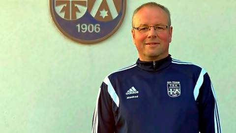 """Wandern ist sein """"Kerngeschäft"""", aber Manfred Schneider engagiert sich allgemein sehr und packt stets an für seinen TSV Grebenhain.  Foto: Michelmann"""