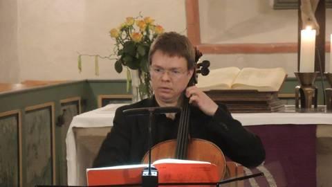 Ulrich Horn, Cellist des hr-Sinfonieorchesters, begeisterte als Solist bei den Wartenberger Winterkonzerten. Foto: mgg  Foto: mgg