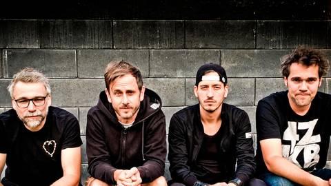 4 ZKB (von links nach rechts): Oliver Best (Bass), Manuel Schneider (Schlagzeug), Matthias Krey (Gesang) und Tobias Biedert (Gitarre und Gesang).  Foto: Tobias Biedert