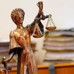 Beim zweiten Prozesstag ging es in erste Linie um die Bekleidung der Angeklagten.  Symbolfoto: dpa