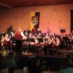 Musiker im Alter von 13 bis 72 Jahren unterhalten die Besucher des Frühlingskonzerts. Foto: BilderKartell/Axel Schmitz