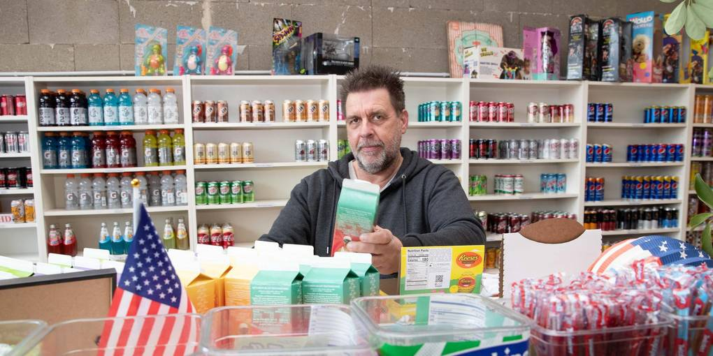 Ralf Gang put uit de Amerikaanse levensstijl in zijn winkel aan de Industriestrasse.  Foto: Thorsten Gutschalk