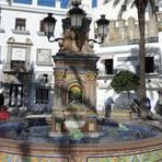 Der mit Kacheln verzierte Brunnen auf der Plaza de Espana ist ein beliebtes Fotomotiv im weißen Dorf Vejer de la Frontera. Foto: Ute Strunk